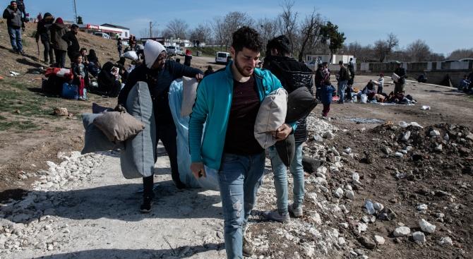 Северна Македония призова да не се разпространяват фалшиви новини за мигрантската криза
