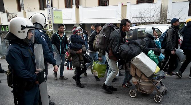 Словенската полиция съобщи, че е открила 30 нелегални мигранти, скрити