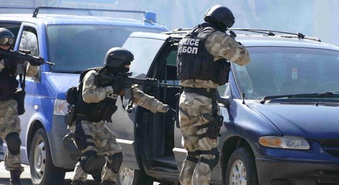 Мащабна спецакция на ГДБОП и жандармерията в Пловдив, има арестувани