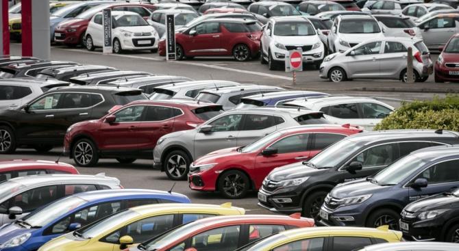 Спад на продажбите на нови автомобили във Великобритания през февруари