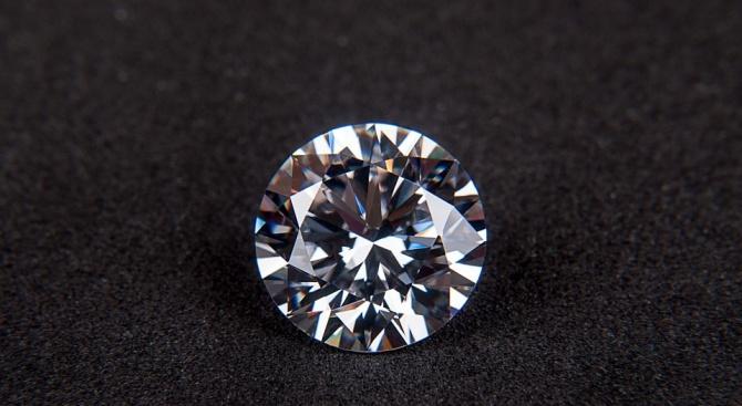 Осъдиха румънци за кражба на диаманти чрез фокус
