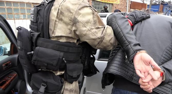 Обвиниха шестима от бандата за фалшиви документи, разбита при спецакция в Пловдив