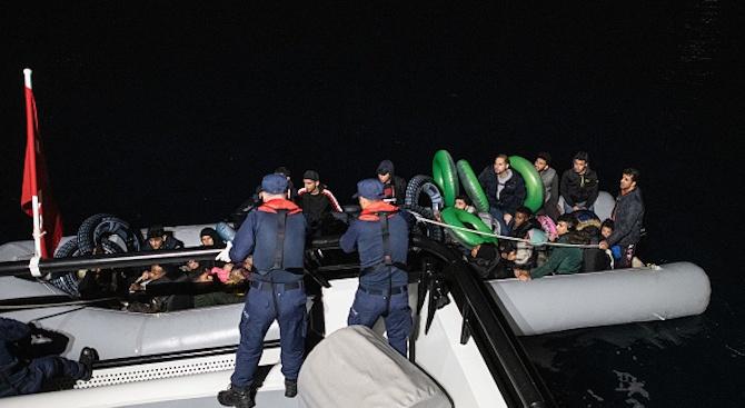 Турската брегова охрана спаси 120 мигранти край западния бряг