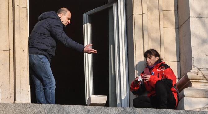 Психологът Росен Йорданов наречепостъпката на медицинските сестри, които се качиха