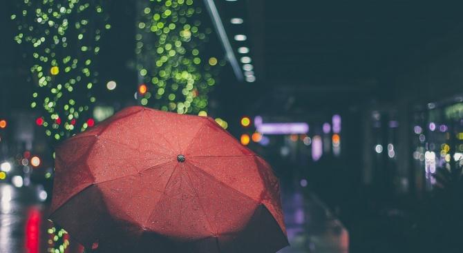 Ще остане облачно и дъждовно и през днешния ден, предаде