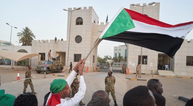 Суданският премиер оцеля при атентат в Хартум