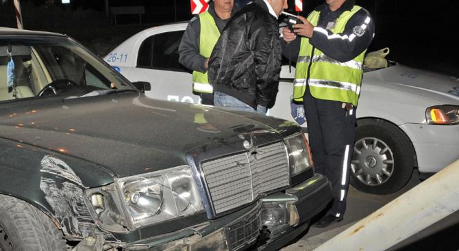 Мъртво пиян шофьор катастрофира и опита да избяга