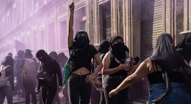 Милиони мексиканки отказаха да отидат на работа в знак на