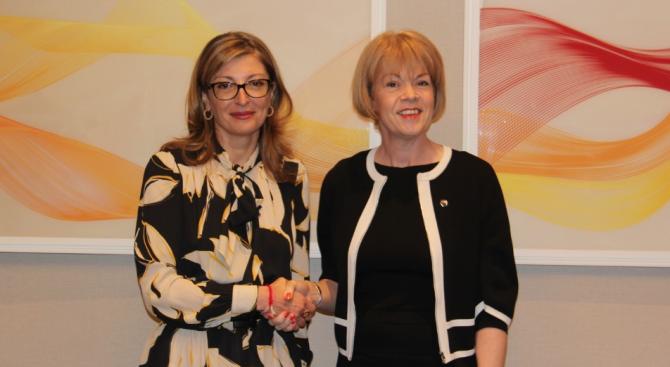 Захариева обсъди сътрудничество след Брекзит с британския министър за Европа и Америка