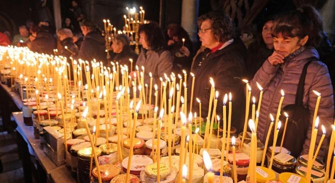 Църквата няма да отменя богослуженията и посещенията в храмове въпреки