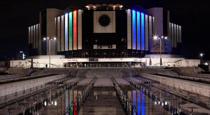 От тази вечер НДК ще осветява сградата си за неопределен