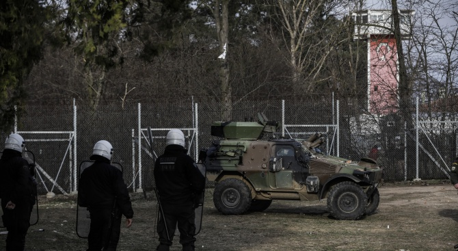 Турските специални сили стреляли по гръцка военна кола на границата