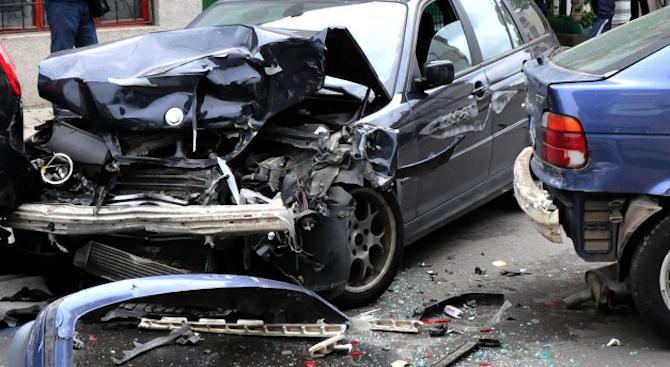 Четирима души са ранени при катастрофа във Варна