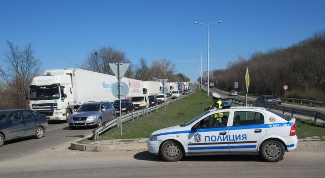 Десет километрова опашка от камиони на Дунав мост при Русе