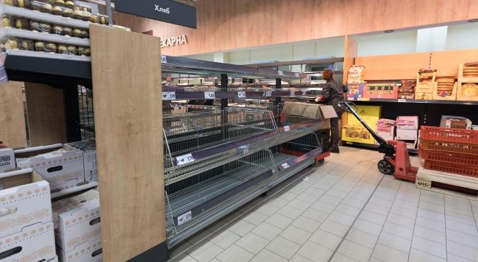 В супермаркетите в Бургас ще се допускат до 20 души,