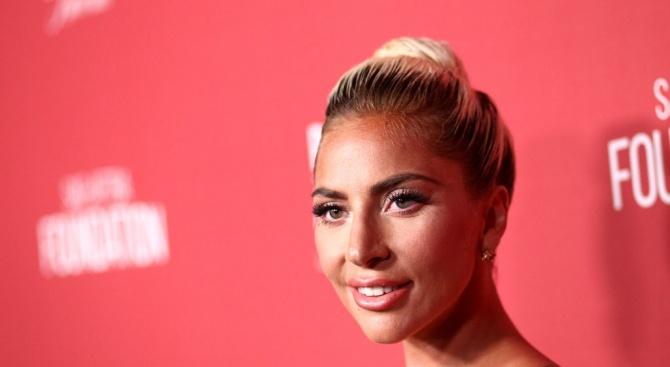 Лейди Гага си самоналожи карантина заради коронавируса