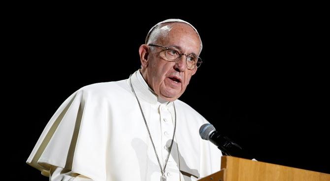 Папата посети две църкви в Рим, за да се помоли за край на пандемията от коронавируса