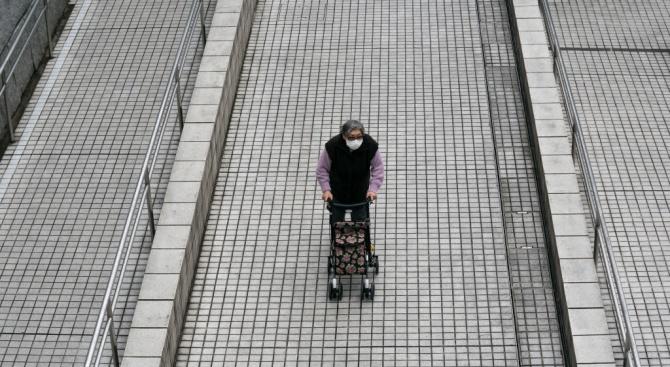 Супермаркети в Австралия допускаха за един час само хора от третата възраст