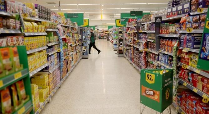 Паническото пазаруване принуди британските супермаркети да наложат лимити