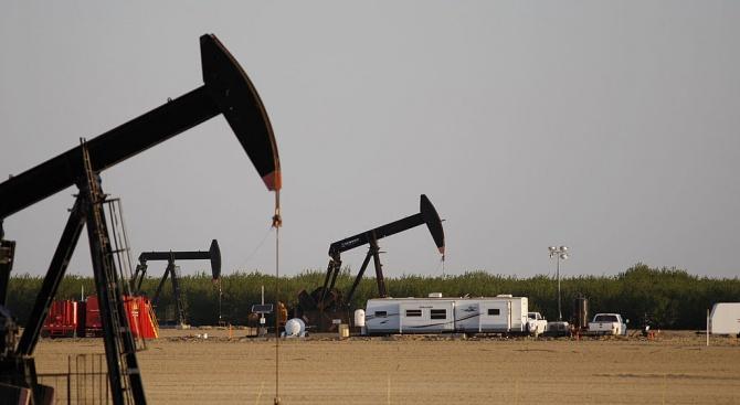 Петролните фючърси задълбочиха срива си в сряда с оглед на
