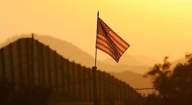 Канада и САЩ затварят границата си за пътувания, които не