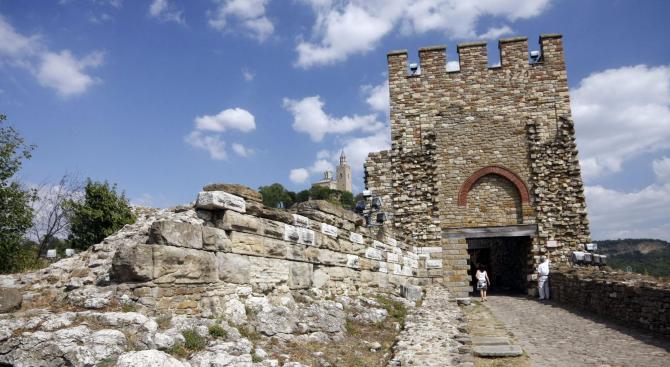 """Архитектурно-музейният резерват """"Царевец"""" от днес е затворен за посещение, съобразно"""