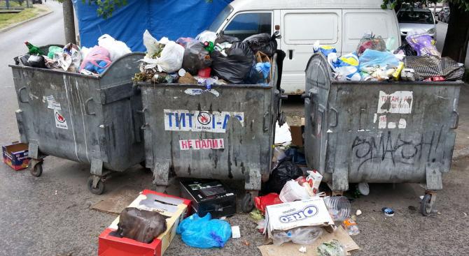 Забранява се ровенето в контейнерите за смет на територията на