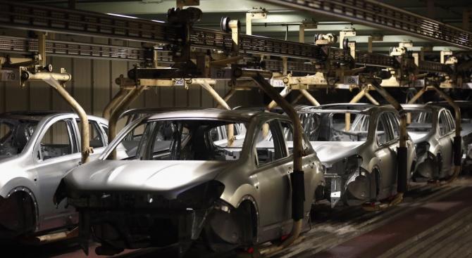 Автомобилостроителите в Индия спират производство заради коронавируса