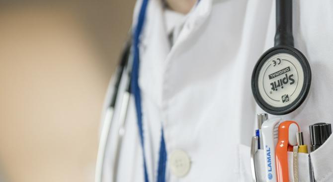 Професор ортопед поиска да стане реаниматор и обяви: Правя го за честта на бялата престилка