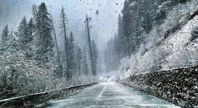 Заради снега спират движението на камиони над 12 т по пътя Русе - Шумен