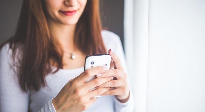 Гърците трябва да пускат SMS,  за да излязат от дома си
