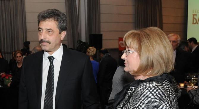 Оставиха в ареста адвокат на Цветан Василев