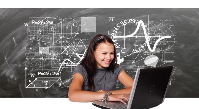 От МОН препоръчват в училищата от днес да се преподават електронно и нови знания
