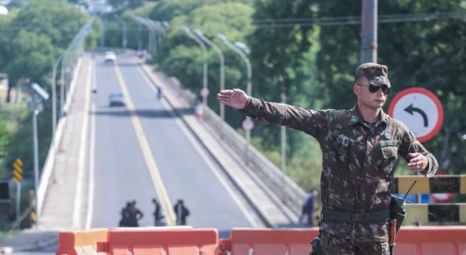 Уругвай обяви вчера, че затваря границите си за повечето чужденци