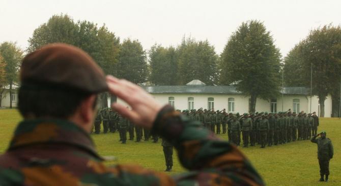 Министър на отбраната издъхна по време на мирни преговори