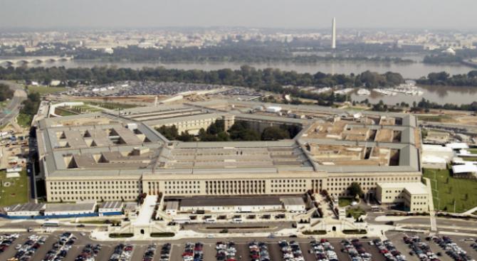 Пентагонът замразява за два месеца всякакви движения на американски войски в цял свят