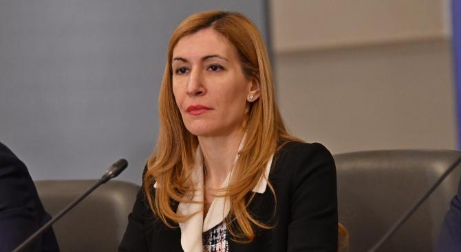 Ангелкова разкри кога потребителите могат да си поискат парите от неосъществените екскурзии