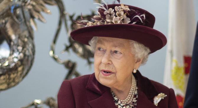 Британски вестници изразяват загриженост за здравето на Елизабет II
