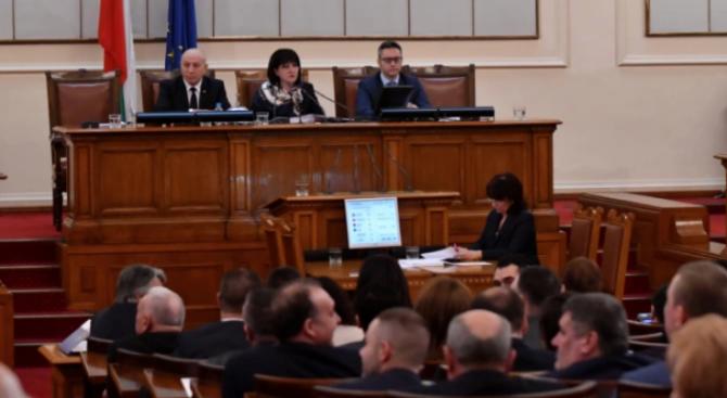 От известно време и аз обитавам в българския парламент. Защо