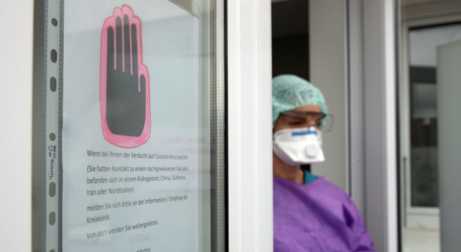 """Здравен служител: """"Цунами"""" от заразени с коронавируса връхлита лондонските болници"""