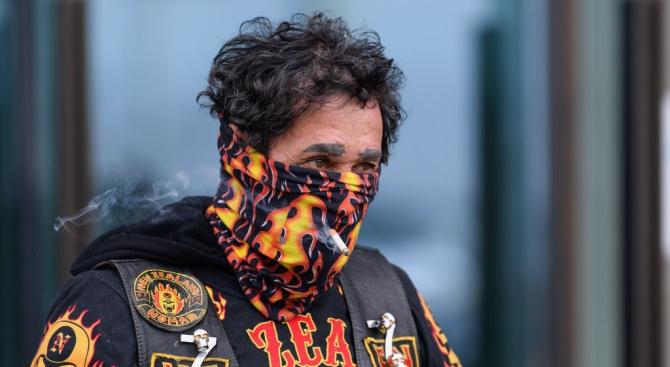 Мъж  казал на полицаи, че е заразен с коронавирус и се изкашлял срещу тях