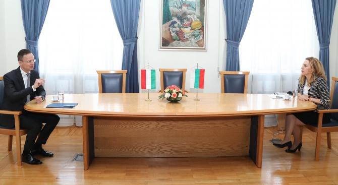 И Марияна Николова се срещна с унгарския външен министър