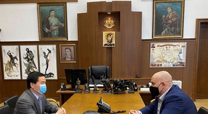 Иван Гешев се срещна с посланика на Китай Дун Сяодзюн