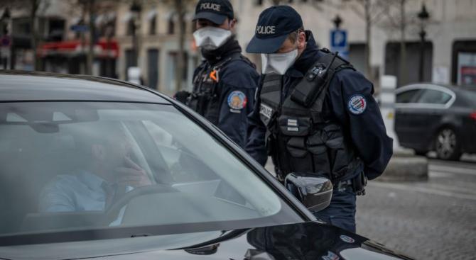 Френските полицаи останаха без маски, заплашват да спрат да контролират спазването на карантината