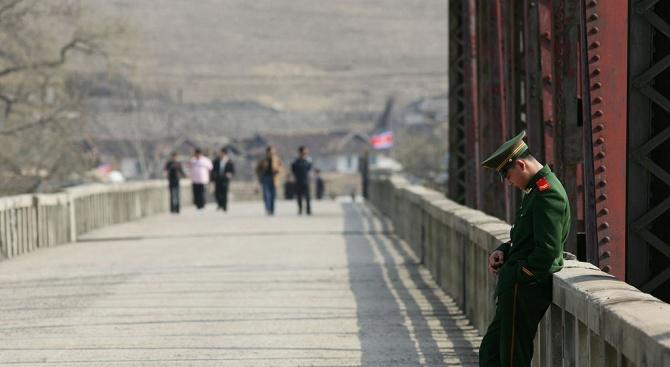 Китай временно преустановява допускането на чужденци в страната с валидни
