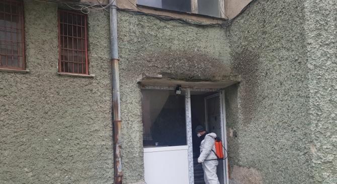 Започна дезинфекция на входовете в Момчилград