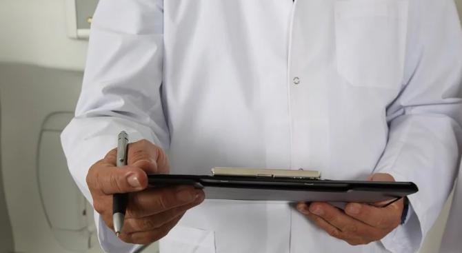 """Временно е преустановен приемът на пациенти в """"Света Анна"""" , установени са двама с COVID-19"""