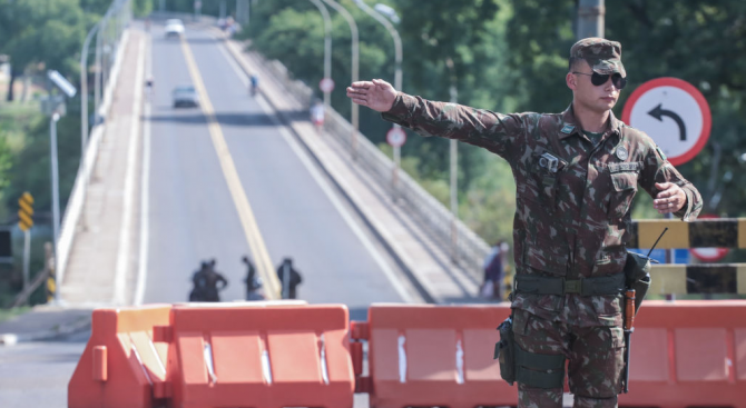Киев затвори границите за украинци, които не са успели да се върнат в страната