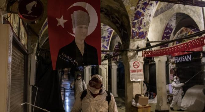Турция въвежда затегнати мерки срещу коронавируса на пазарите