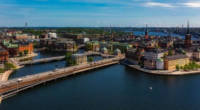 От неделя събиранията на хора на публични места в Швеция